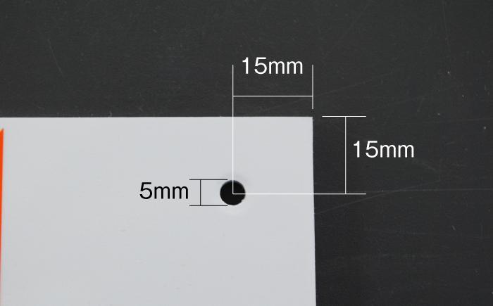 駐車場看板の穴の位置