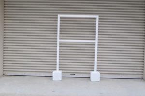 脚付木枠とコンクリート立て台
