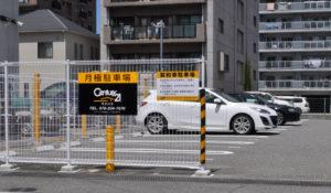 フェンスに駐車場看板を設置した場合